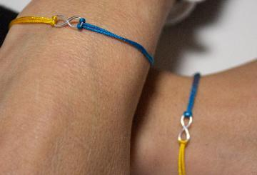 The Cap Vermell charity bracelet is a Christmas gift fi...
